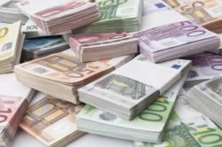 101216114-stacks_oh_euro_bank_notes.1910x1000