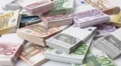 101216114-stacks_oh_euro_bank_notes.1910x1000